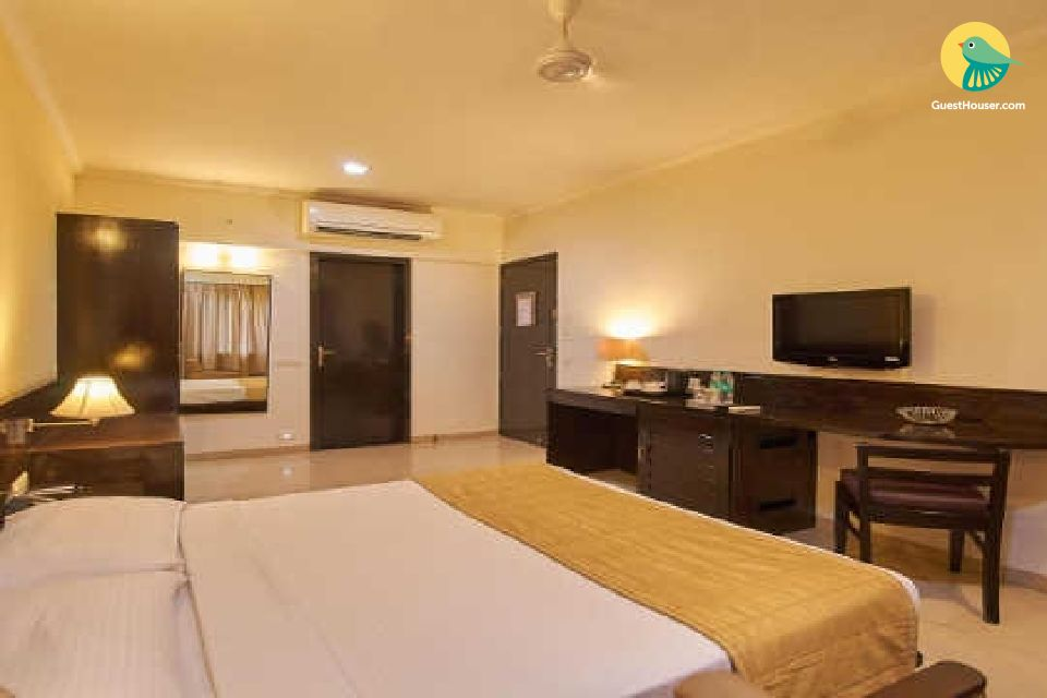 Well-appointed room for three, near Colva Beach