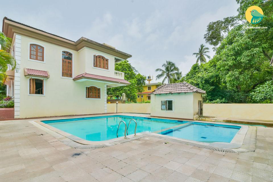 Elegant 4-BR villa with a shared pool, near Calangute Beach