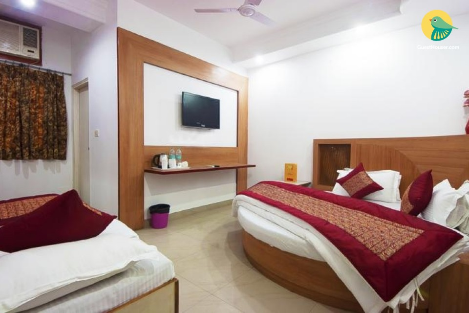 Well-appointed room near Connaught Place