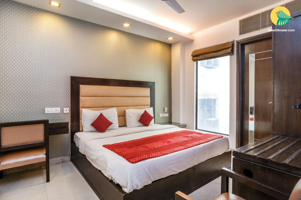 Spacious room for three, close to India Gate
