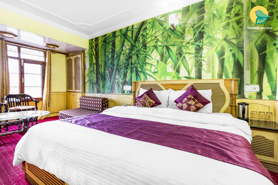 Vibrant well-furnished stay in proximity to Mall Road