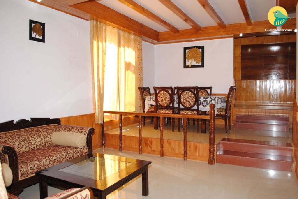 Lovely cottage with beautiful panoramic view of Manali