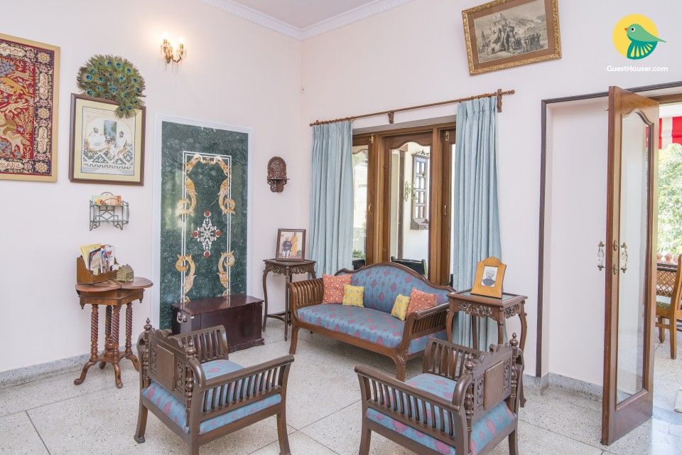 Elegant villa with a garden, close to City Palace