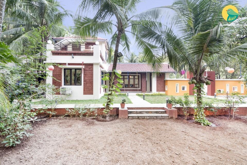 Elegant 4-BR bungalow, near Thal Beach
