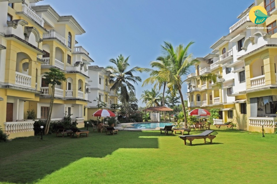 Comfy 3 BHK with a pool, close to Varca Beach