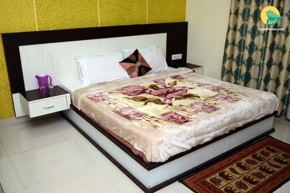 Pleasant room for 3, near ISKCON Temple
