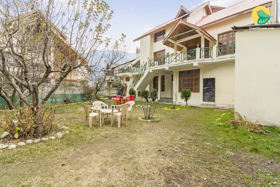 Commodious 6-bedroom cottage, close to from Mall Road