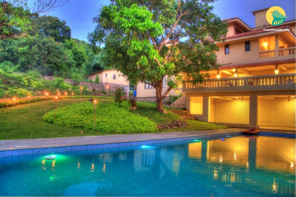 Well-appointed 6-BR villa with a pool, ideal for a large group
