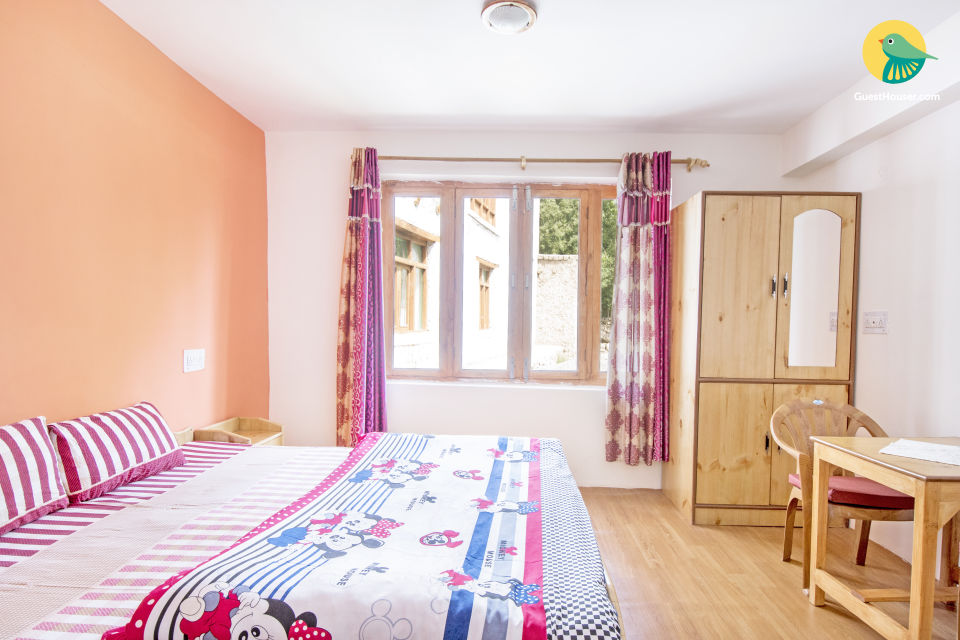Commodious room for two, near Leh Palace