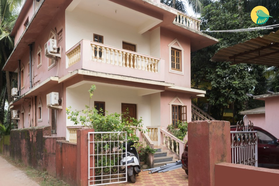 Modest room for 4 in Calangute