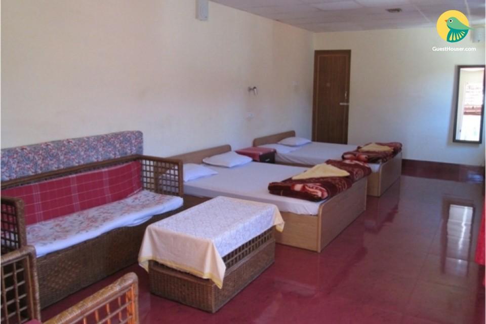 6-BR cottage stay, 2.7 km from Uyilatti Falls