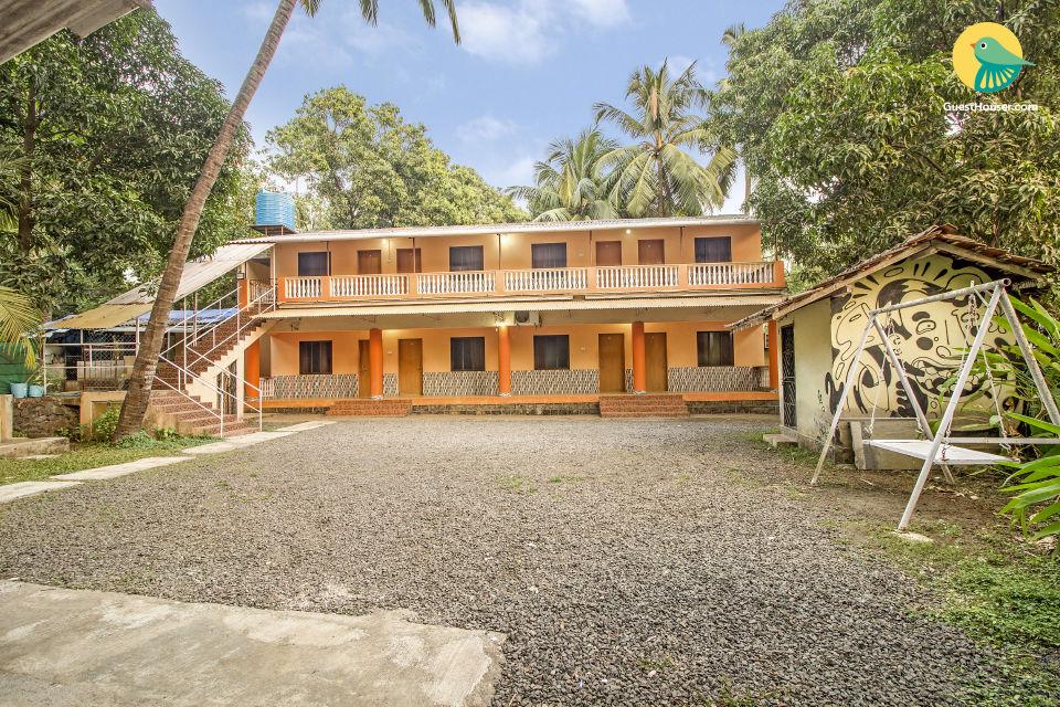 Commodious 8-BR abode, close to Awas Beach