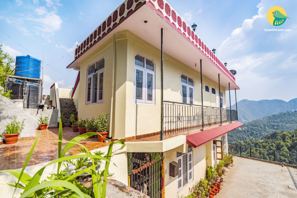Well-appointed 4-BR homestay for twelve