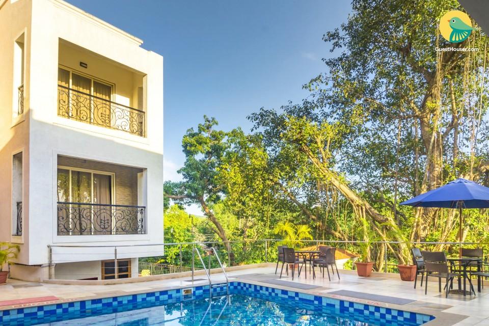 Elegant room in an apartment with a pool, near Baga Beach