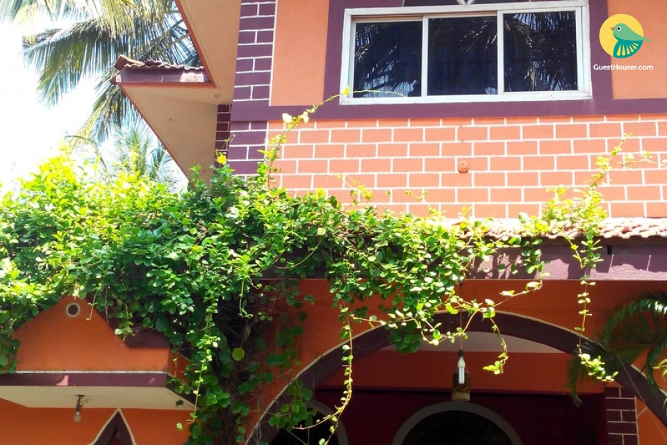 Comfortable 6BHK villa for large groups, 750 m from Benaulim beach