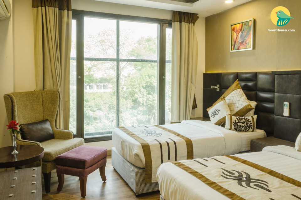 Luxurious Fully Furnished Room