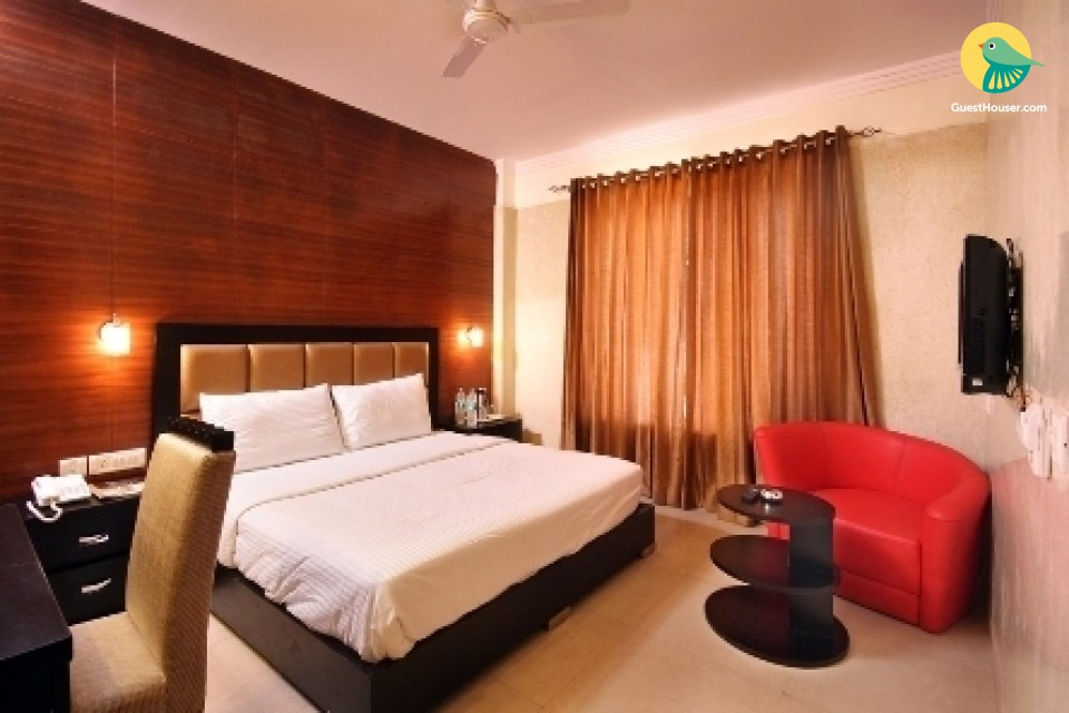 Modish boutique room for 3