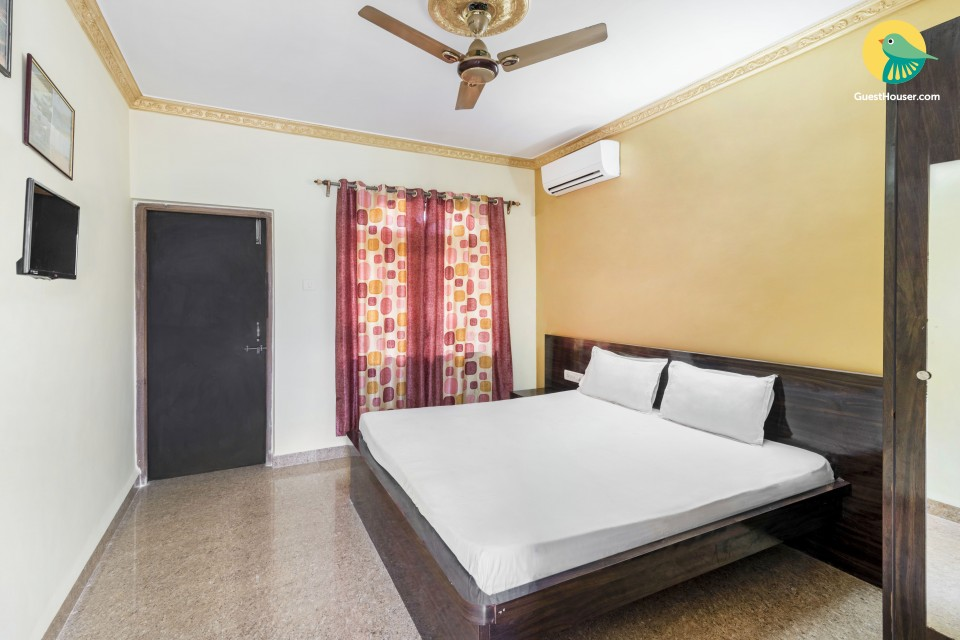 Restful 6-BR stay for a family, 1.3 km from Calangute Beach