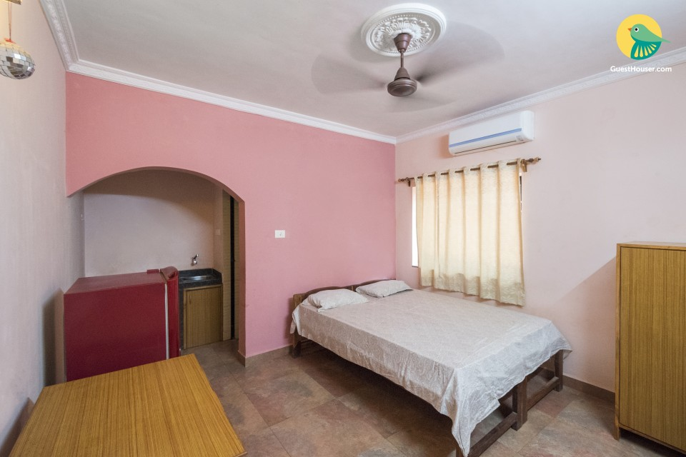 Well-appointed stay for three, near Arambol Beach