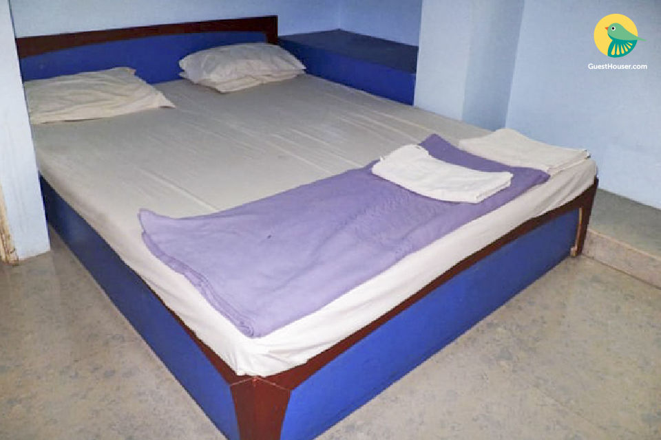 Capacious room to stay in Surendranagar