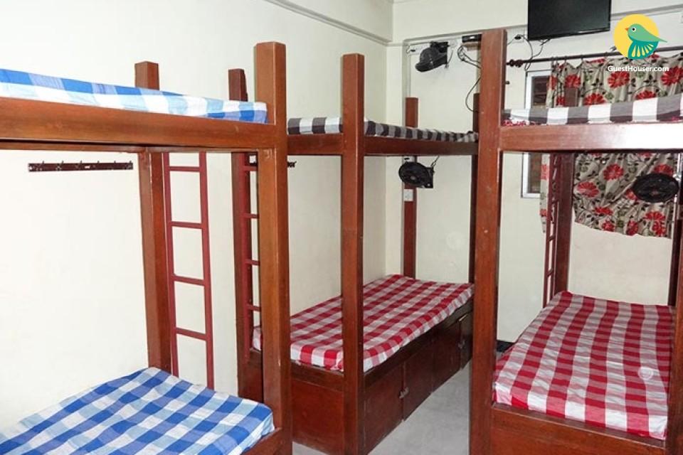 8 Beaded Dorm to stay in Mumbai