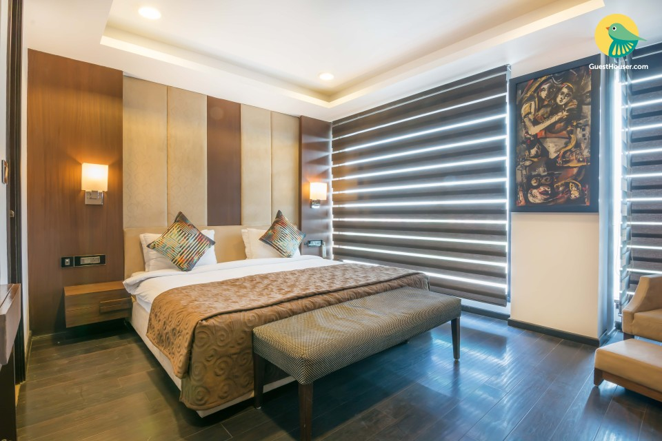 Spacious luxury room in Delhi
