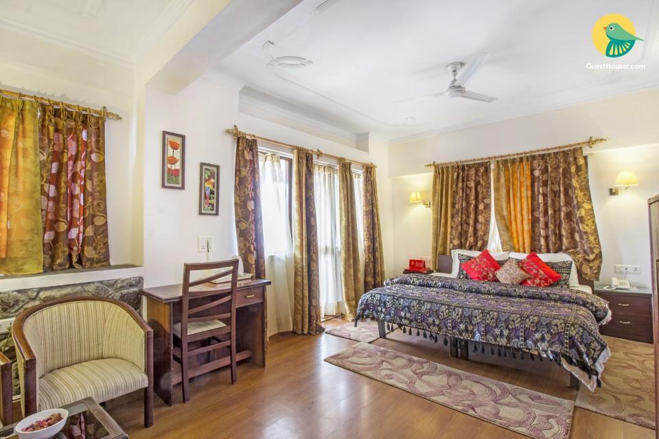 Rejuvenating stay for three, 1.1 km from Bhagsu Waterfall
