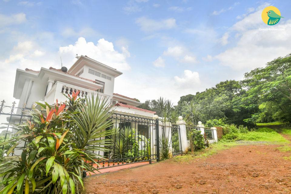 Well-Appointed 4-BR villa, Near Candolim Beach