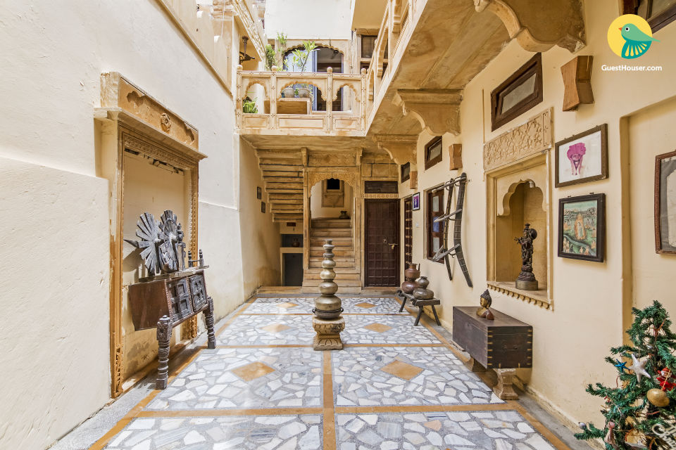 Vibrant stay for two, 850m from Jaisalmer Fort