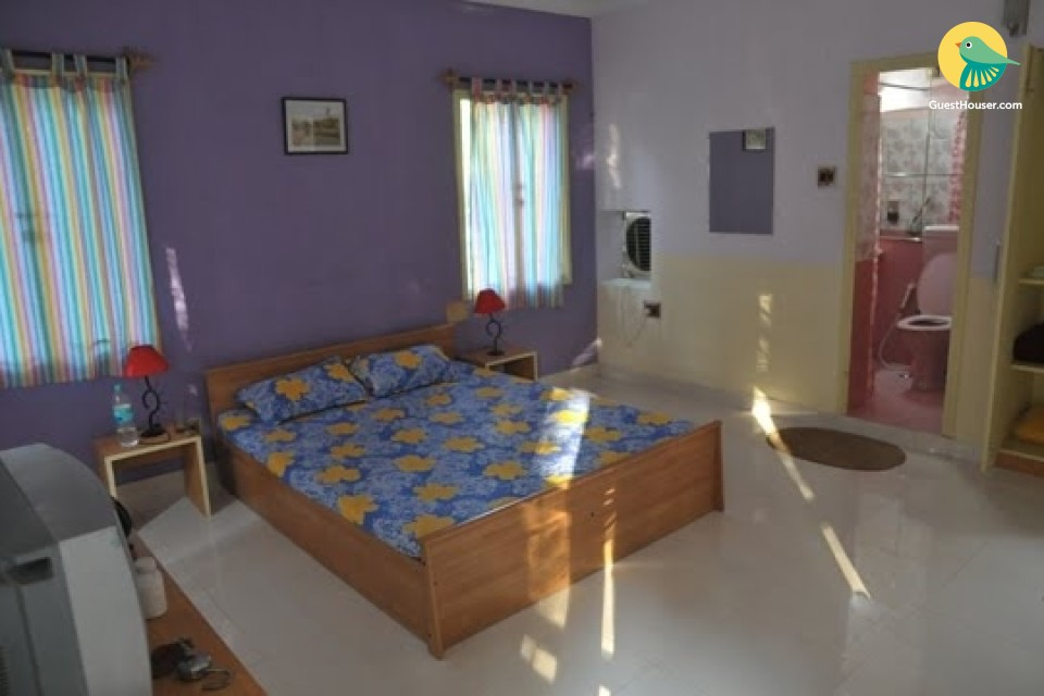 Homely stay in a 5-BR retreat, 4 km from the airport