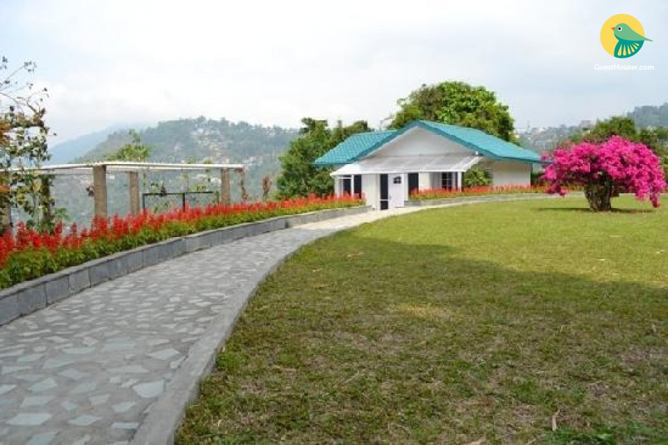 Stay with panoramic view of the hills