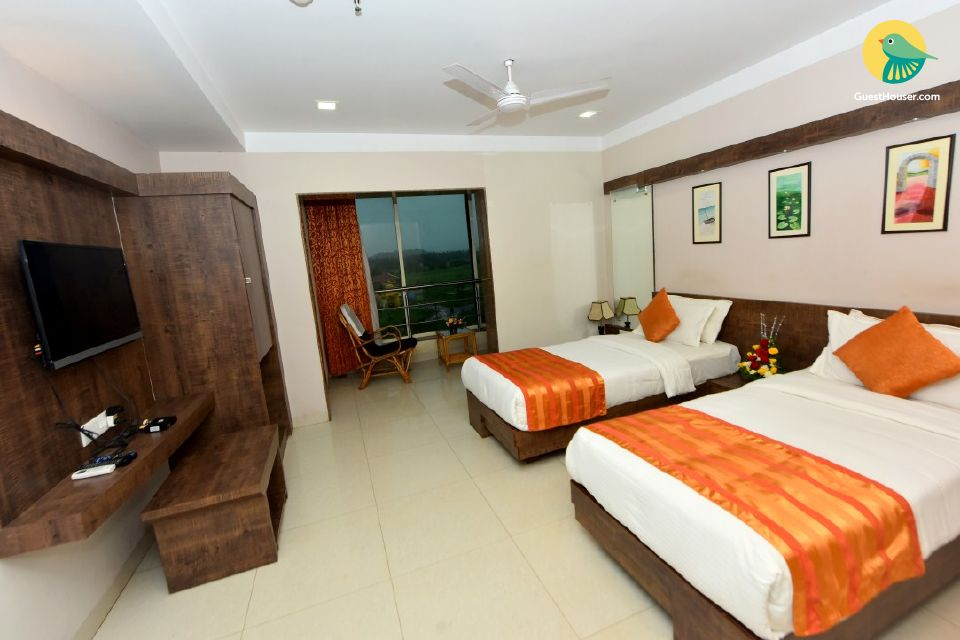 Comfy twin-bedded room with a terrace pool