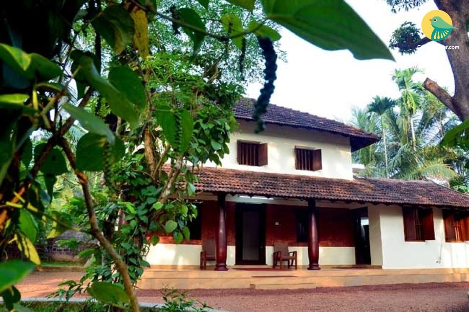 2BHK 100-Year Old Ancestral Home near Kannur Railway Station