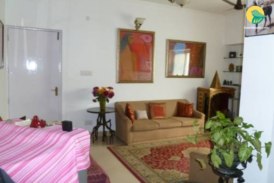 Female friendly homestay with an artistic touch