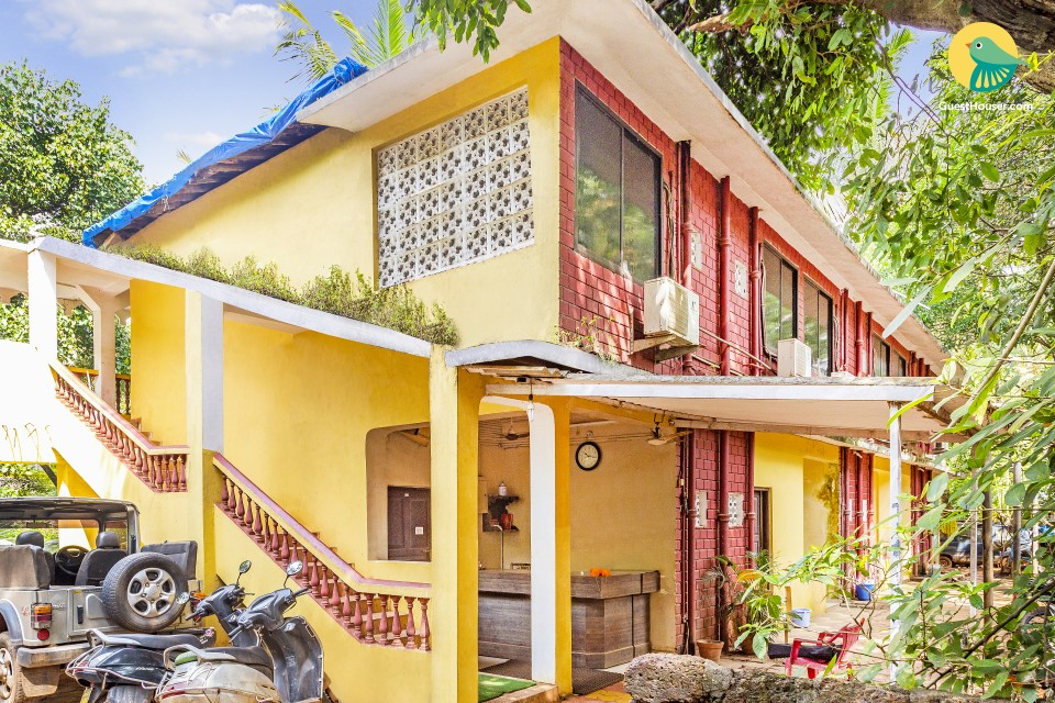 Vibrant boutique stay, 1.7 km from Café Mambos