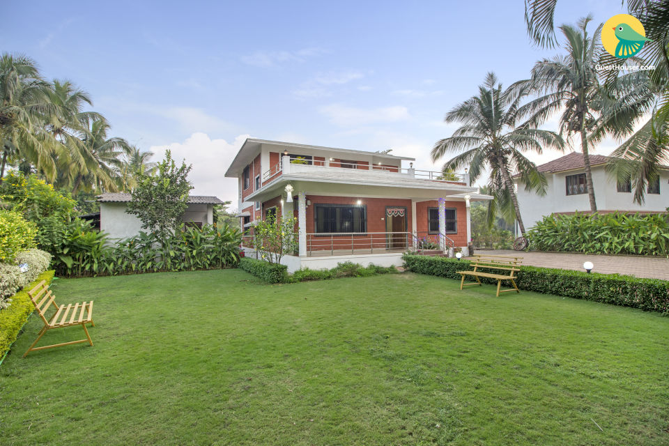 Peaceful 5-BR bungalow with a pretty lawn, 1 km from Nagaon Beach