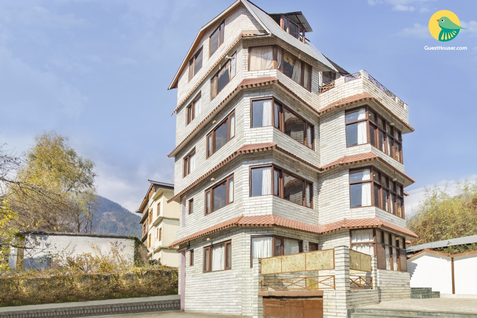 Elegant single room abode, 650 m from Manali Bazaar