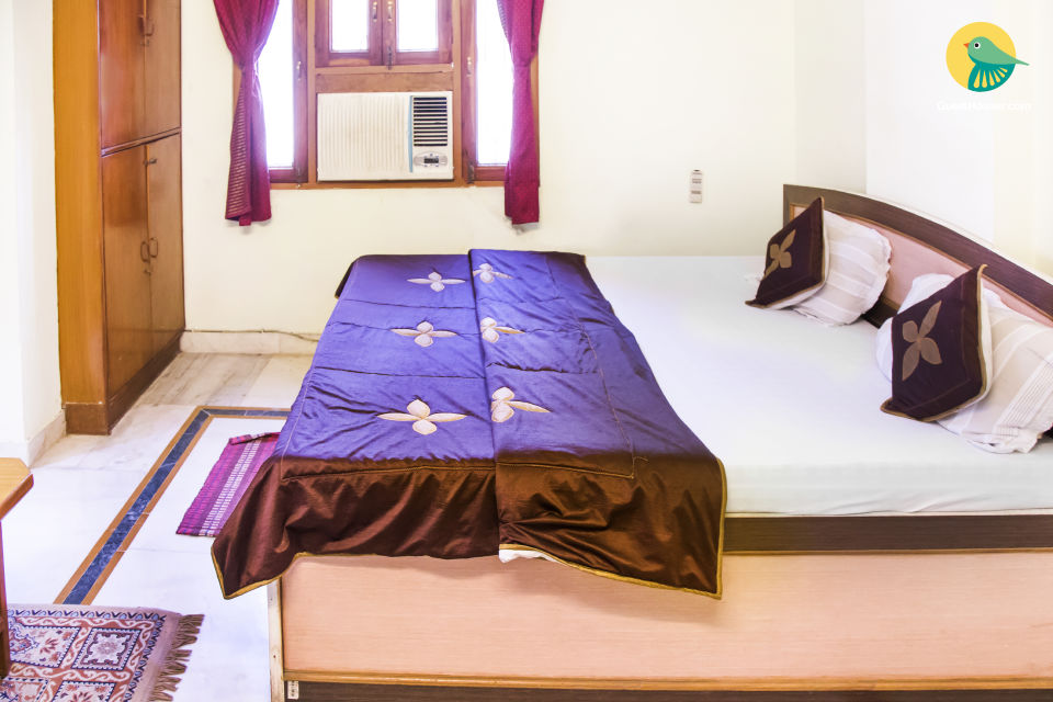 Well-appointed room for three, 1.6 km from Hawa Mahal