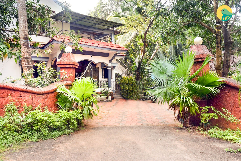 Well-furnished 6-BR villa for 16