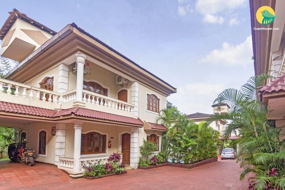 Opulent 4-BR pool villa, close to Baga Beach