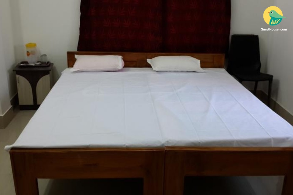 Pleasant room for three, ideal for backpackers