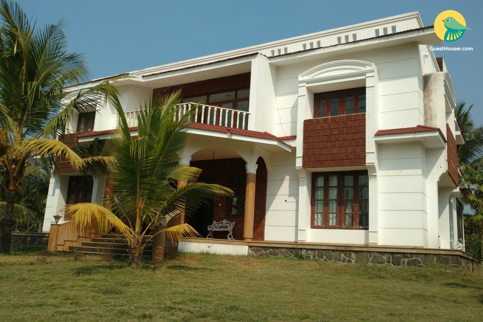 Peaceful retreat for a large group, 2.9 km from Murud Beach