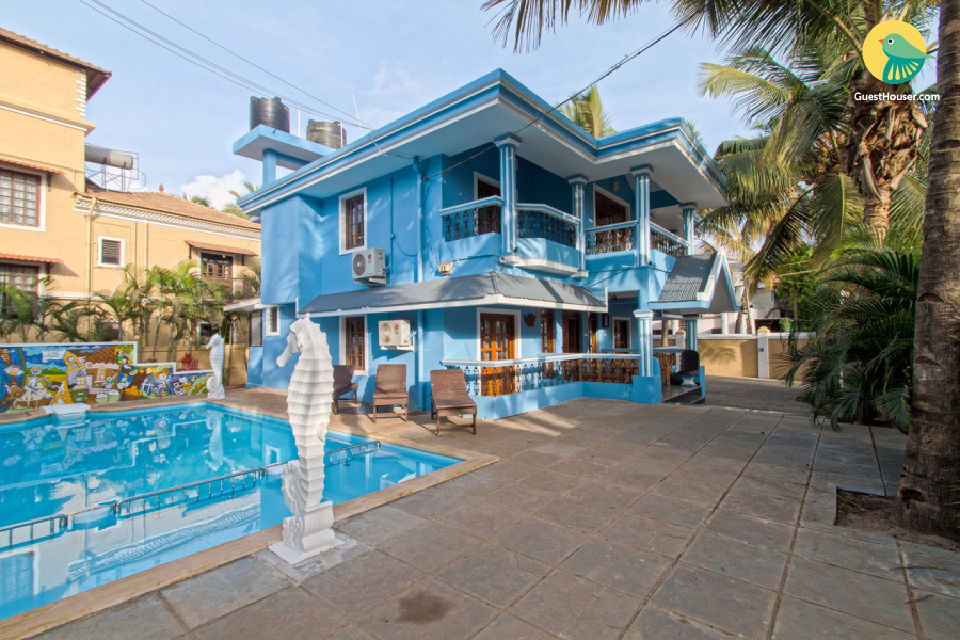 Cheerful pool villa for a group getaway, 200 m from Calangute Beach