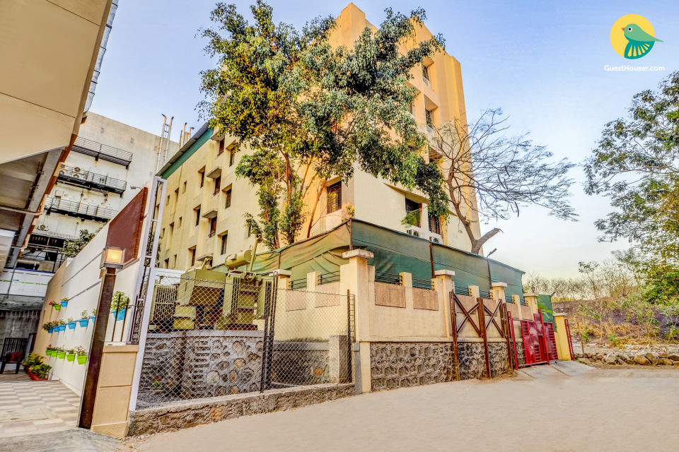 Well-furnished 1 BHK for three, near Pune Airport