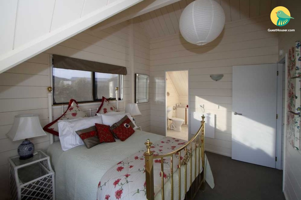 Beautiful Room On Lakeside