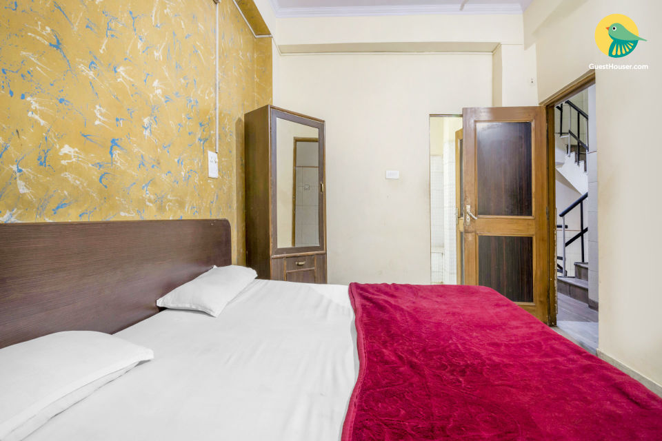 Pocket-friendly stay for three, near City Palace