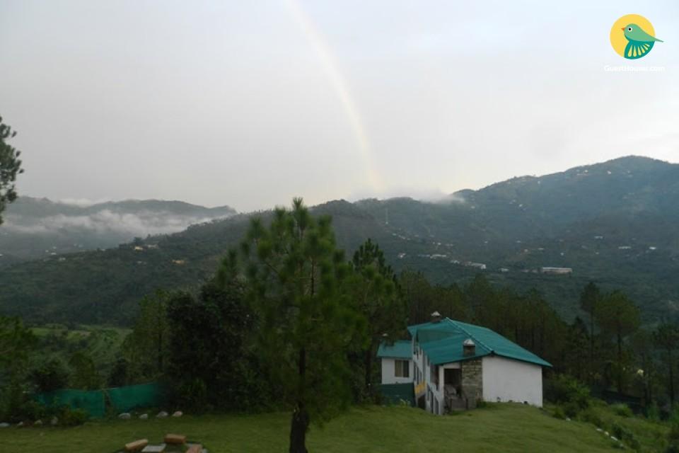 Serene 6-BR cottage amidst a verdant valley