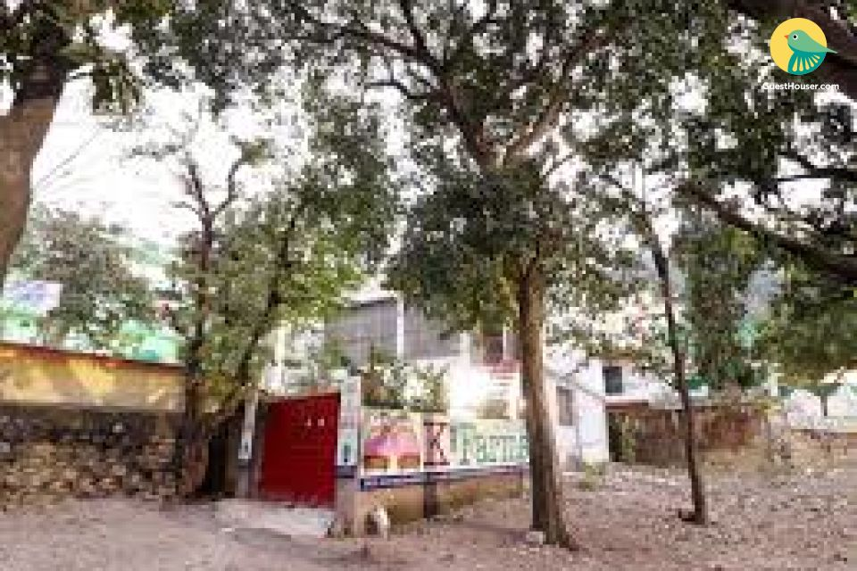 Basic stay for 2 in Rishikesh
