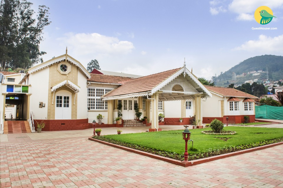 Room in a bungalow with a colonial touch
