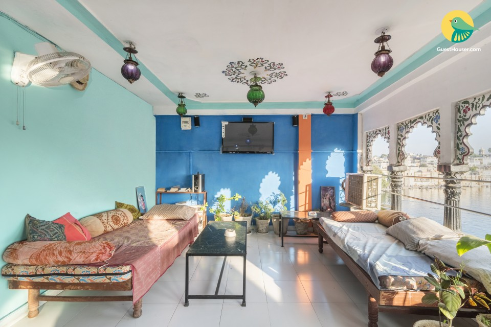 Vibrant stay for three, near Lake Pichola